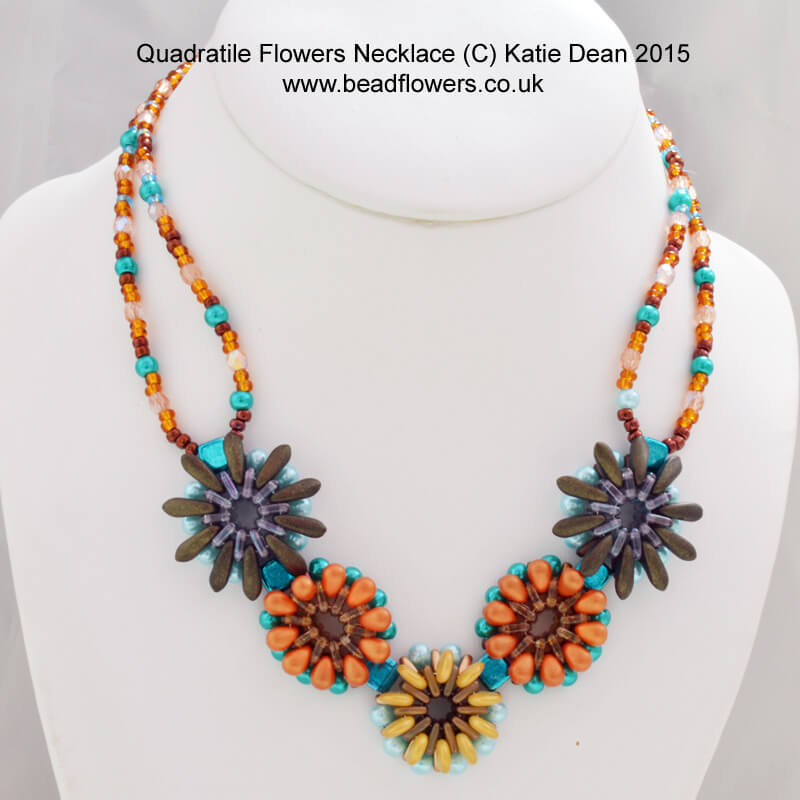 quadratile_flowers_necklace