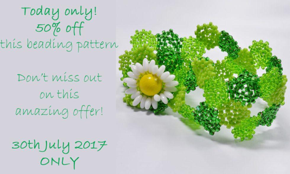 Daisy hexagon bracelet pattern by Katie Dean, Beadflowers