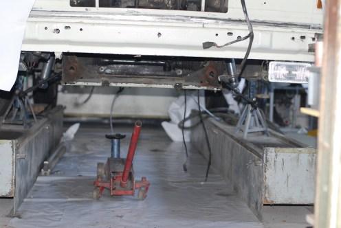 De ophanging verwijderd.De T3 gesteund om dagen aan te werken,schuren en spuiten.