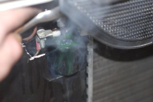 Motor op 2500tr/min en het ventiel openen.