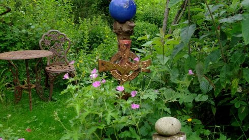 Bealtaine Cottage Celtic cross