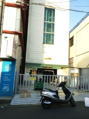 Contrast in Daegu- Daegu isn't the most urban city, but there's the hi-tech lift that parks cars vertically!