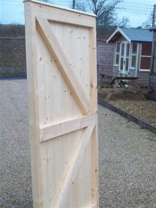 FLAT TOP FULLY FRAMED TONGUE & GROOVE GATE (2)
