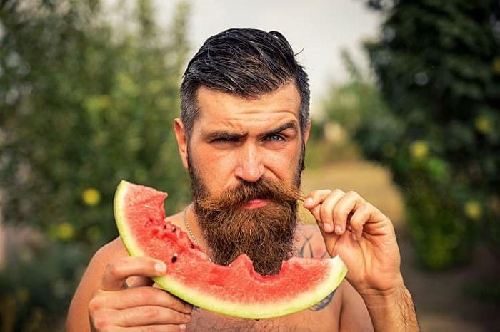 eat neatly to have a sporty beard