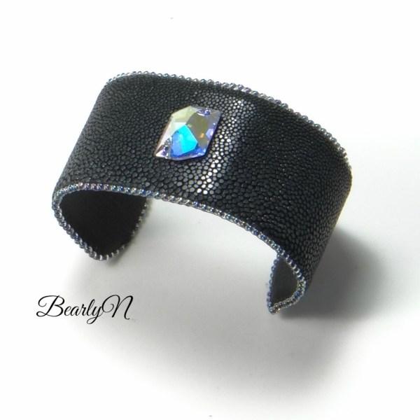 BearlyN-bracelet galuchat noir et cristal