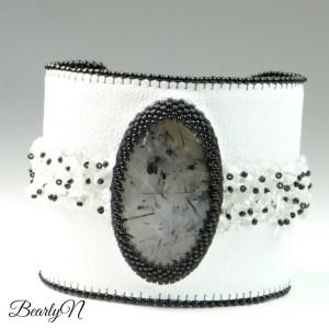 BearlyN Quartz-rutile-et-cristal-de-roche-brodés-sur-cuir