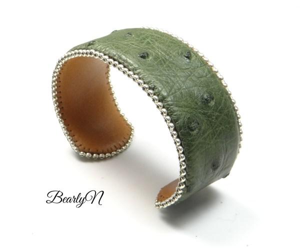 bracelet brodé en cuir d'autruche kaki_BearlyN