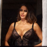 Actress Sofia Vergara Has Been Caught With EXTRA CLEAVAGE