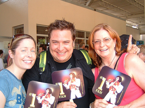 Courtney, Mom & Me in line @ Graceland!