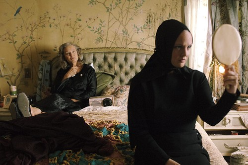 Drew Barrymore and Jessica Lange in GREY GARDENS