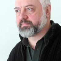 Бойко Ламбовски: Поетът е поет в някои мигове от живота. Иначе е мъж, жена, шофьор или безработен
