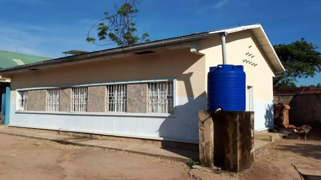 Bâtiment sur la parcelle de l\'hôpital qui accueille le cabinet dentaire.