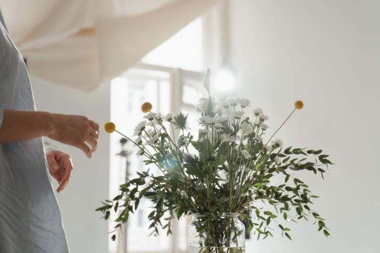 Which Flowers is Best Suited for Congratulating Someone?