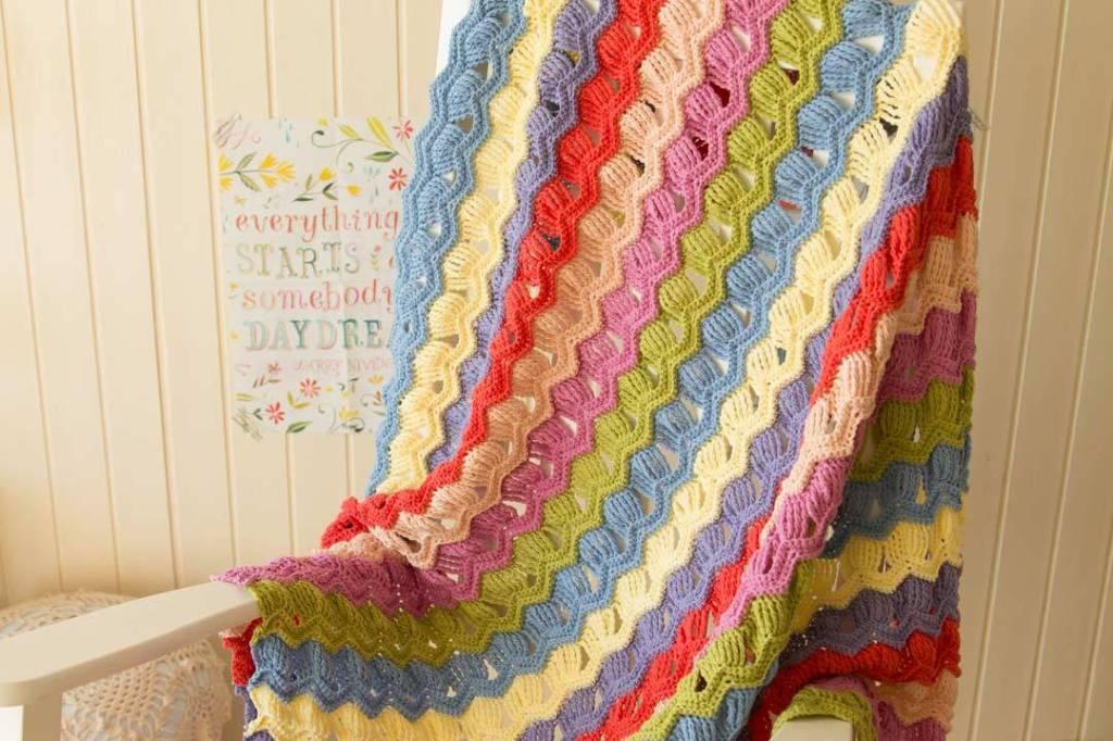 wink-acreativebeing-vintage-fan-ripple-crochet-afghan-blanket-3