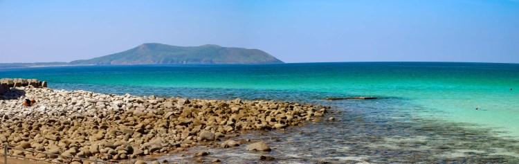 美しいの海の向こうに嵯峨ノ島