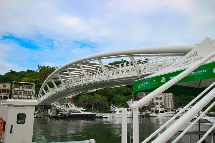 フェリーターミナル横の橋