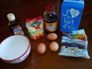 Semoule au lait et aux raisins secs en yaourtière