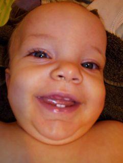 bébé 9 mois 4 dents