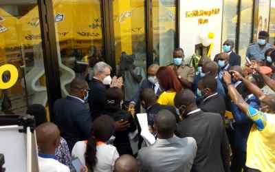 Cameroun : A Ekié [Yaoundé], Stephen Blewett de MTN Cameroon lance une agence offrant les services MTN Mobile Money 7j/7 et 24h/24