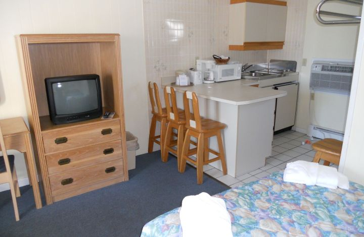 Kitchenette Room by the Pool