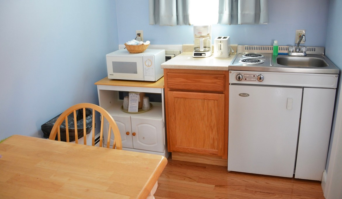 Large Deluxe Kitchenette