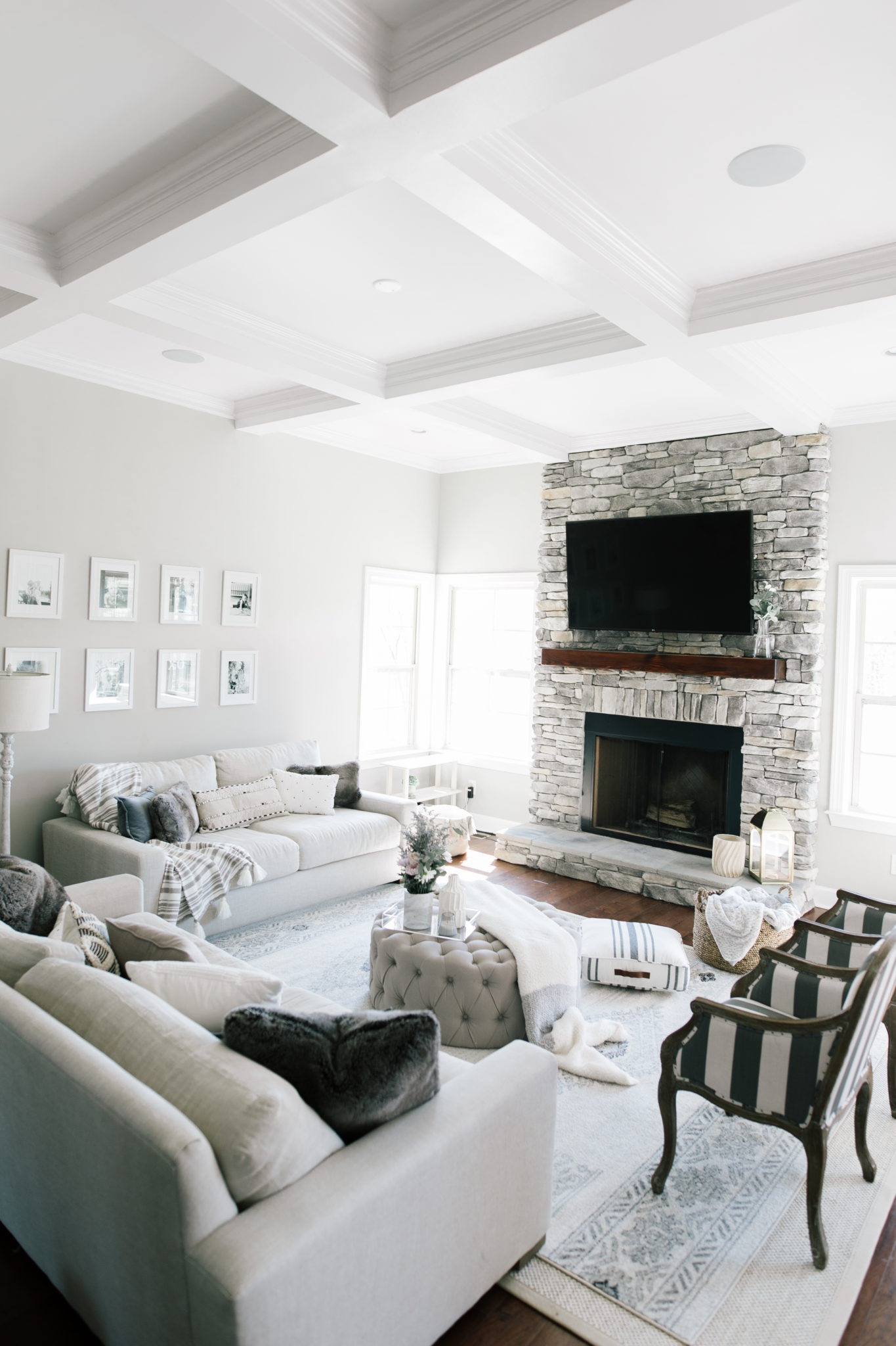 Home Decor: Neutral Living Room - Beaus and Ashley on Decor For Room  id=65647