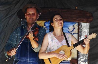 Valerie et Polo jouent Ben's Canoe en Angleterre