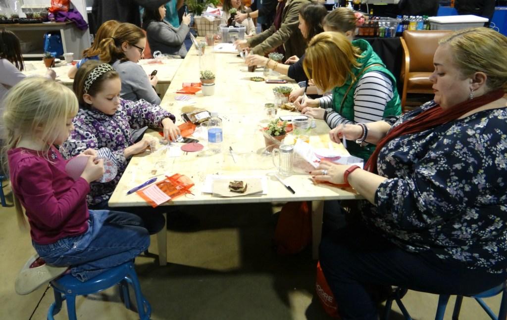 Kids at craft demo1