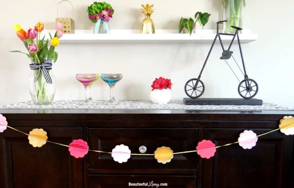 summer mantel decor - Beauteeful Living