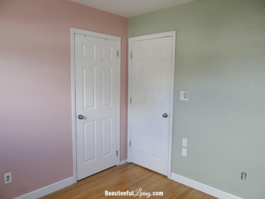 Small bedroom - doors