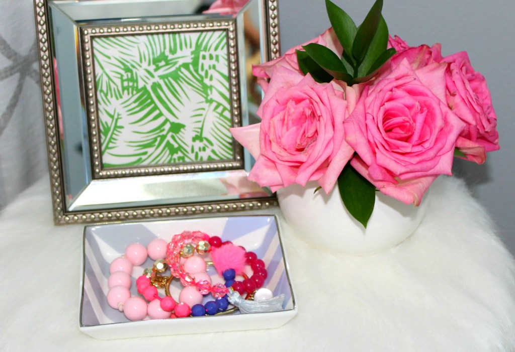 Trinket dish with jewelry - Beauteeful Living