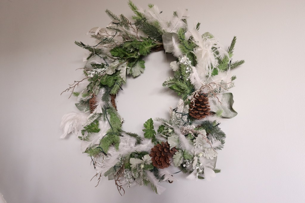 Christmas Wreath with feathers - Beauteeful Living