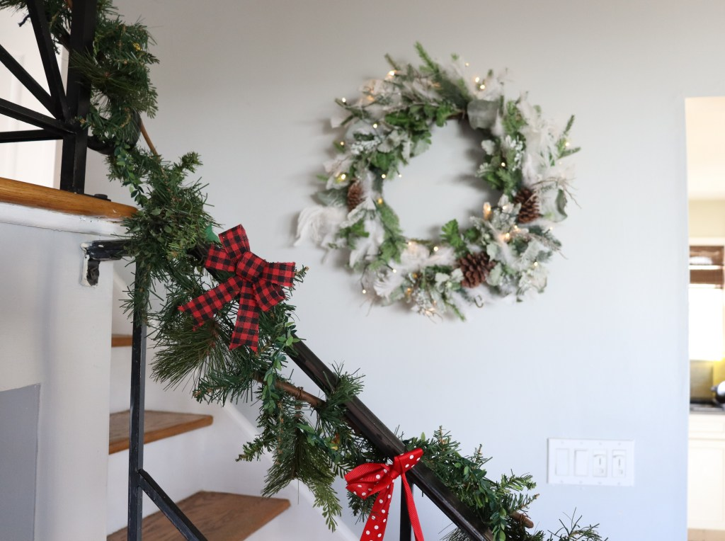 Wreath with feather - Beauteeful Living