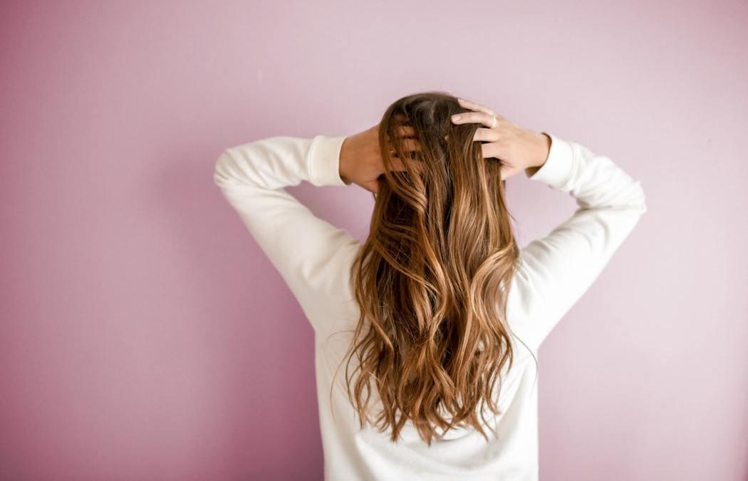 5 façons de donner du volume à mes cheveux
