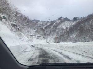 IMG 5446 e1465473515803 300x225 - シーズン早くから滑れる奥只見スキー場