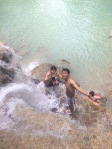 img 8558 225x300 - 死ぬ前までに行きたい絶景地、ラオスの「クアンシーの滝」