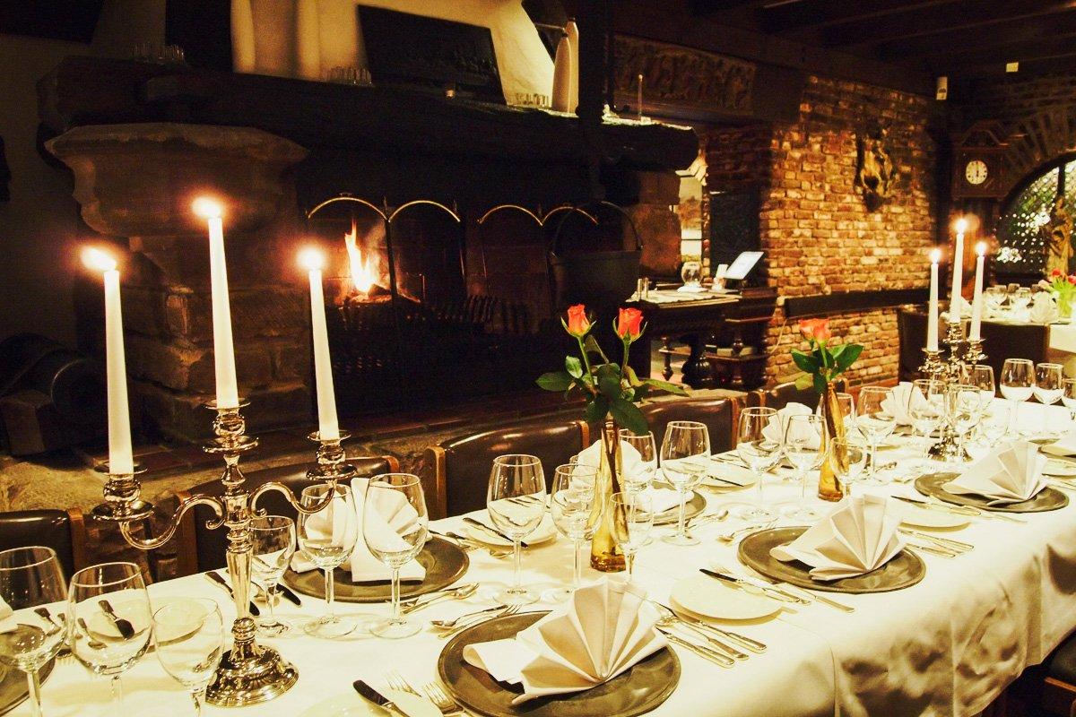 Restaurant Burg Wassenberg Ein Romantisches Gemutliches Candle