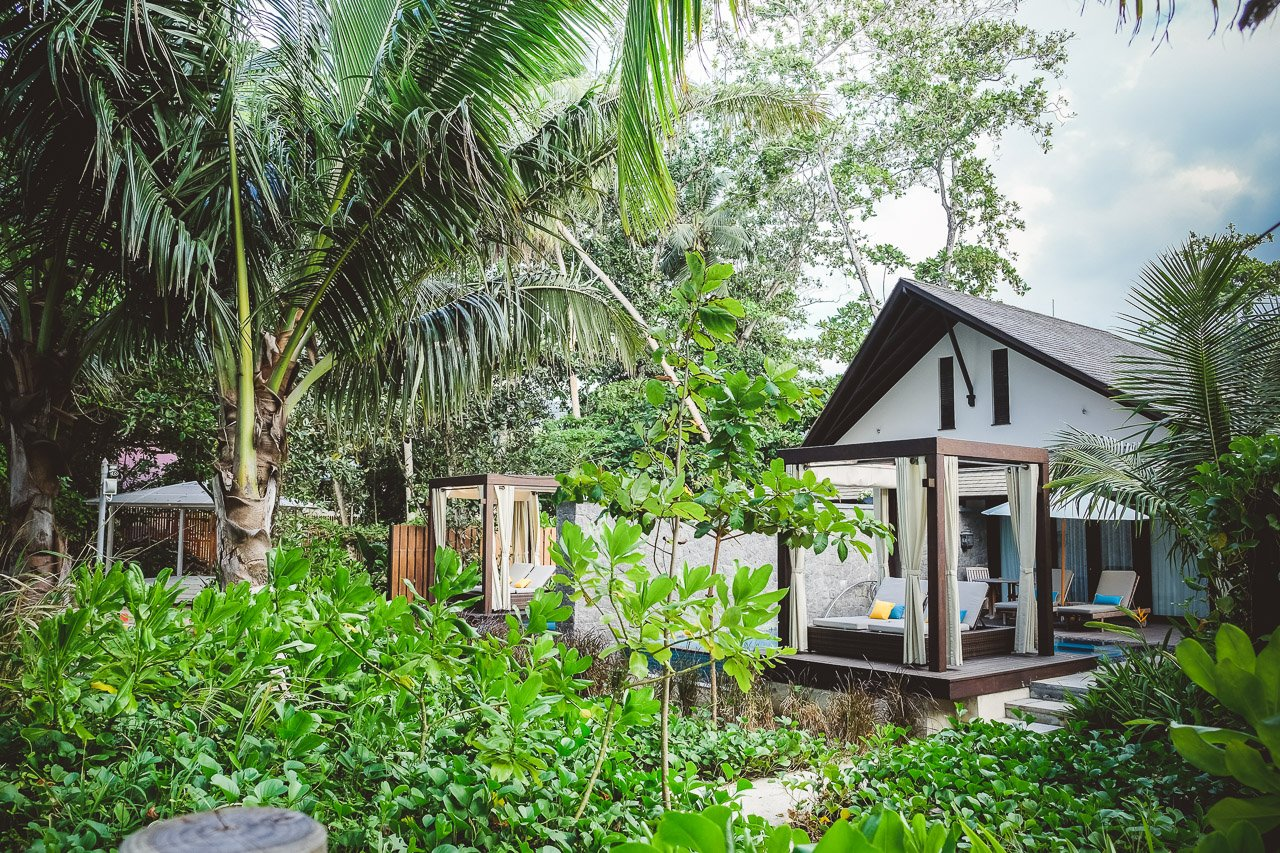 Die Riesigen Villen Sind 247 M² Groß, Bieten Direkten Zugang Zum Meer, Ein  Separates Wohnzimmer, Einen Pool Mit Cabana, Eine Outdoor Regendusche Und  Viel ...