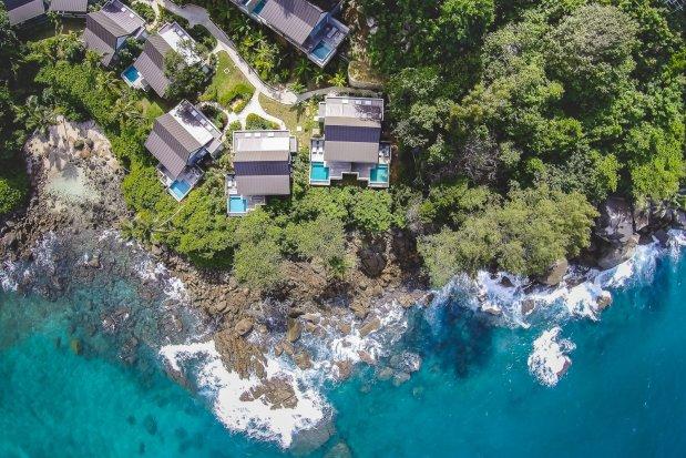 CaranaBeach Hotel, Mahé, Seychellen - maritim-fröhlicher Chic am malerischen Sandstrand