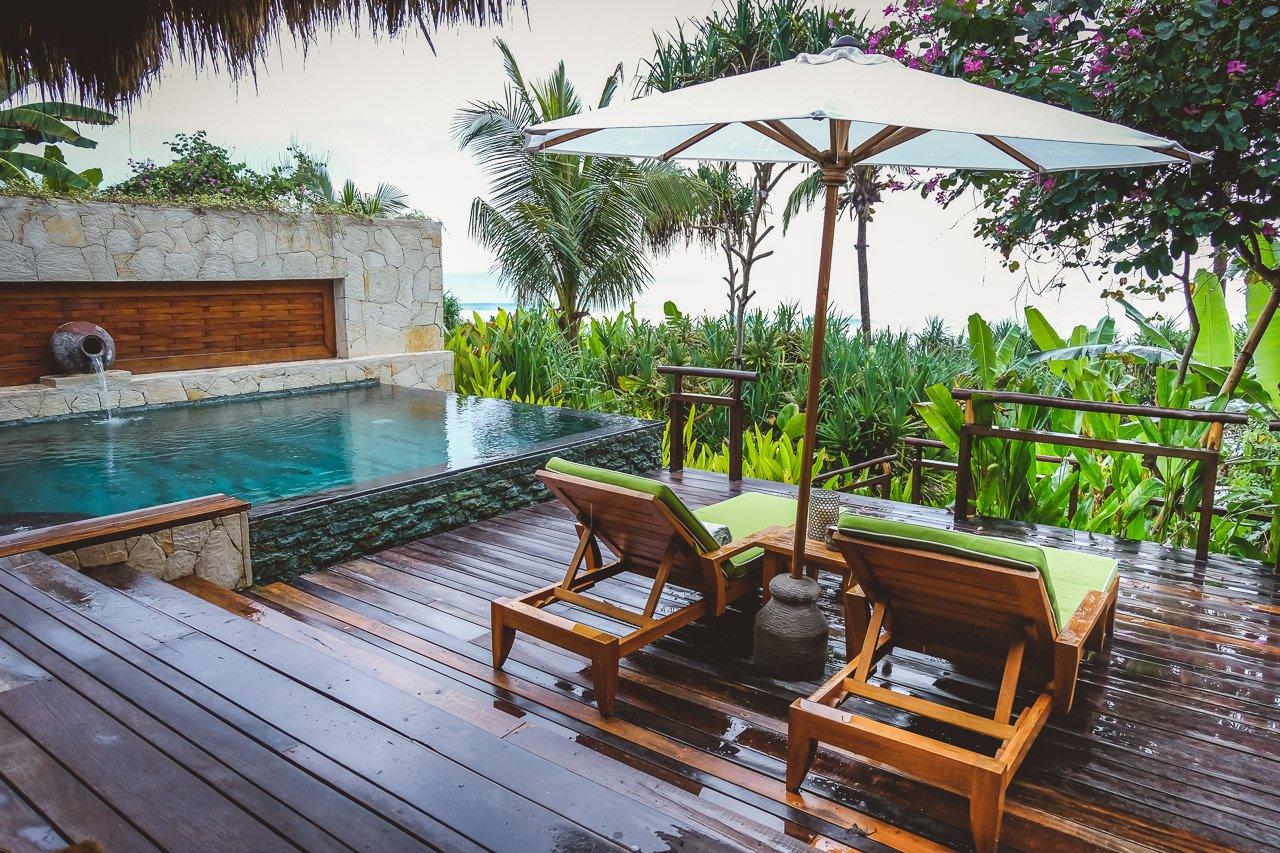 Superior ... Terrasse Mit Infinity Pool Und Sitzecke, Ein Tolles Halboffenes Bad Mit  Riesiger Badewanne, Eine Outdoor Dusche Und Das Typische Nihi Himmelbett.