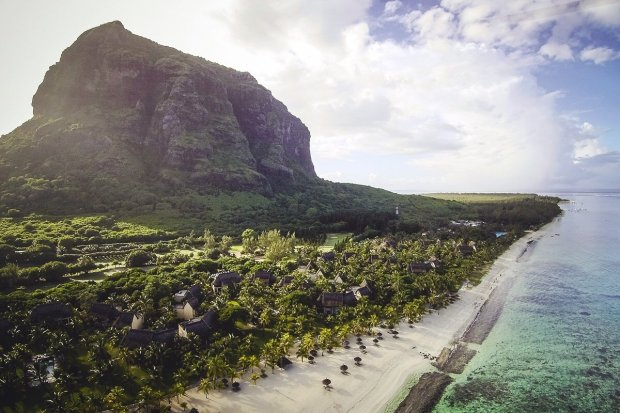 Dinarobin Beachcomber Golf Resort & Spa, Mauritius - Paradies mit Blick auf den Berg Le Morne