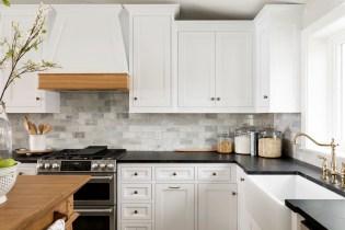 lake home kitchen backsplash