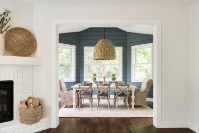 custom blue wall paint color in dining room