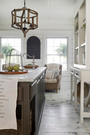 white farmhouse kitchen decor
