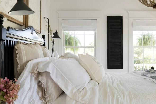 white farmhouse master bedroom decor ideas