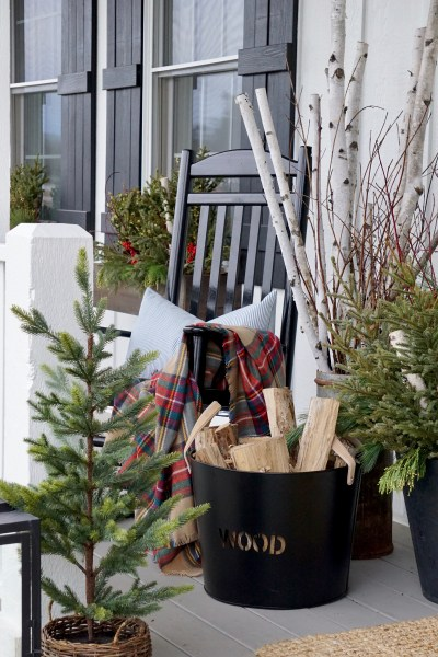 How to Decorate Your Porch for Christmas