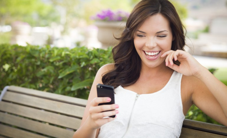 "Want to Ask a Girl Out Over Text? Here Are 7 Steps to an Instant ""Yes"""