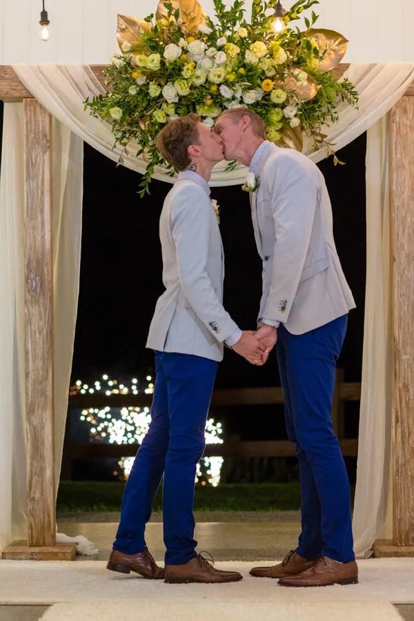 Luke-&-Craig-summergrove-wedding-03