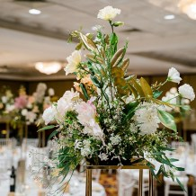 Samantha-&-Jordan-royal-on-the-park-hotel-wedding-reception-styling-gold-stand-fresh-flower-florals-centrepiece