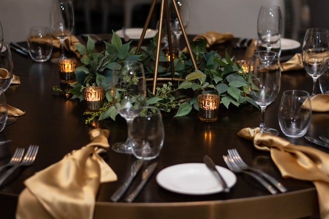 blackbird-wedding-reception-styling-gold-stand-faux-silk-greenery-gold-tealights-table-centrepiece-champagne-gold-satin-napkins